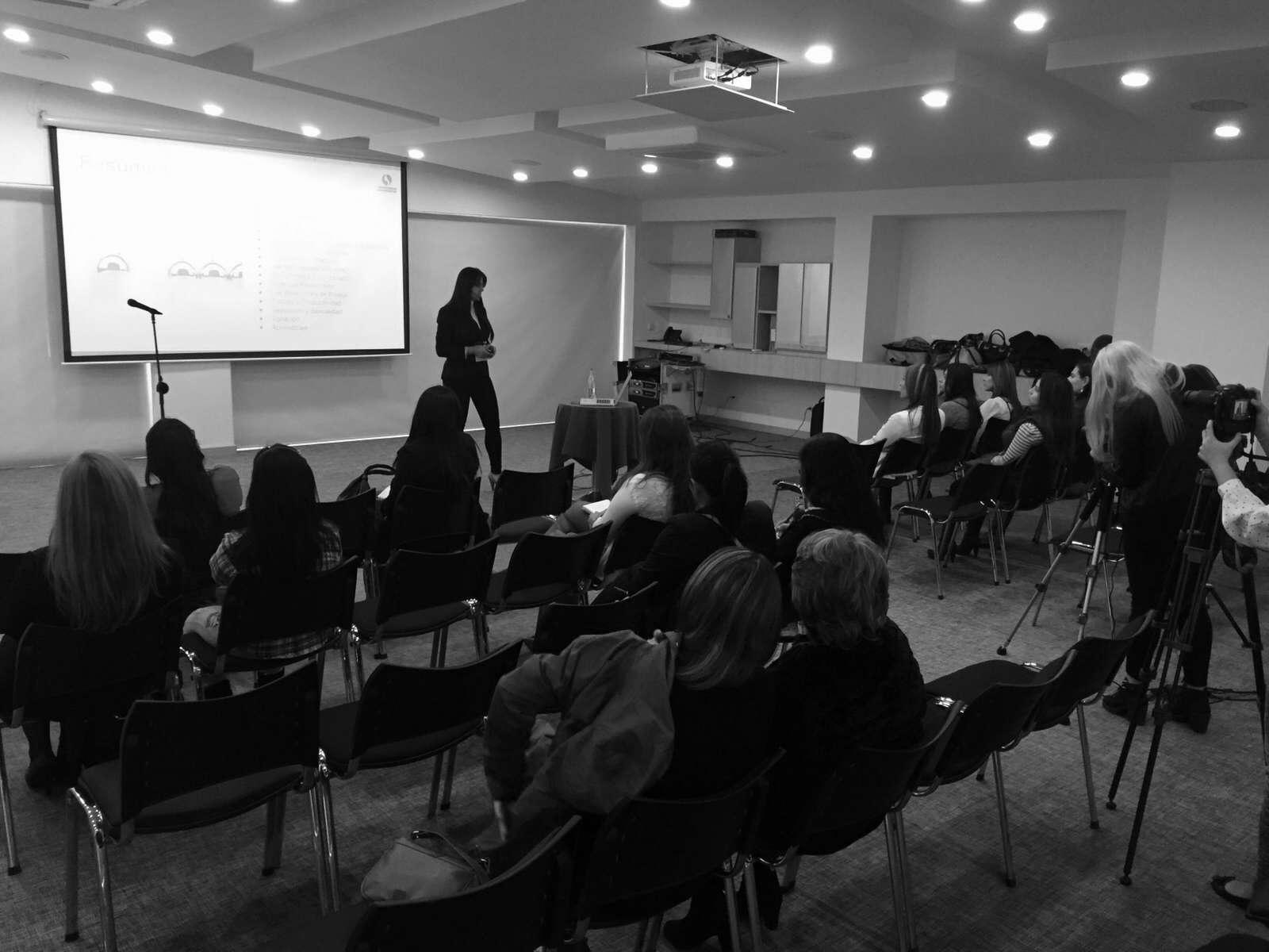 Catalina Sarmiento hablando sobre Neuromarketing